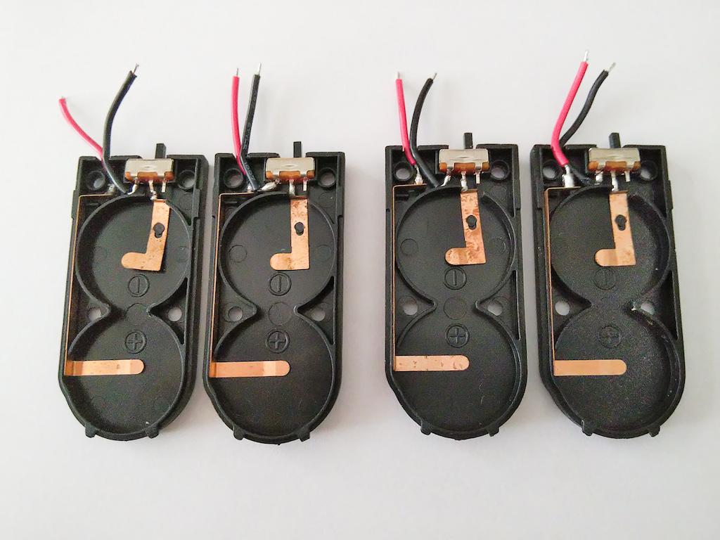 複数の分解した電池ケース