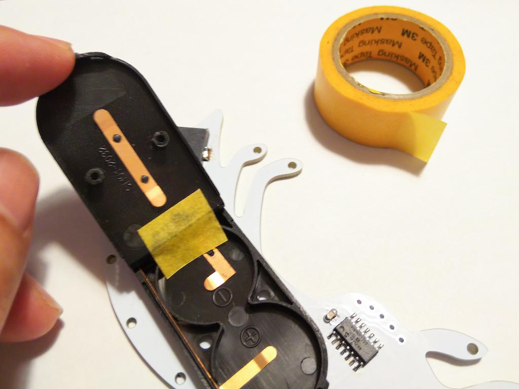 マスキングテープをショートしそうな部分に貼ってみる