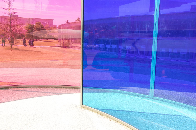 赤と青のガラス