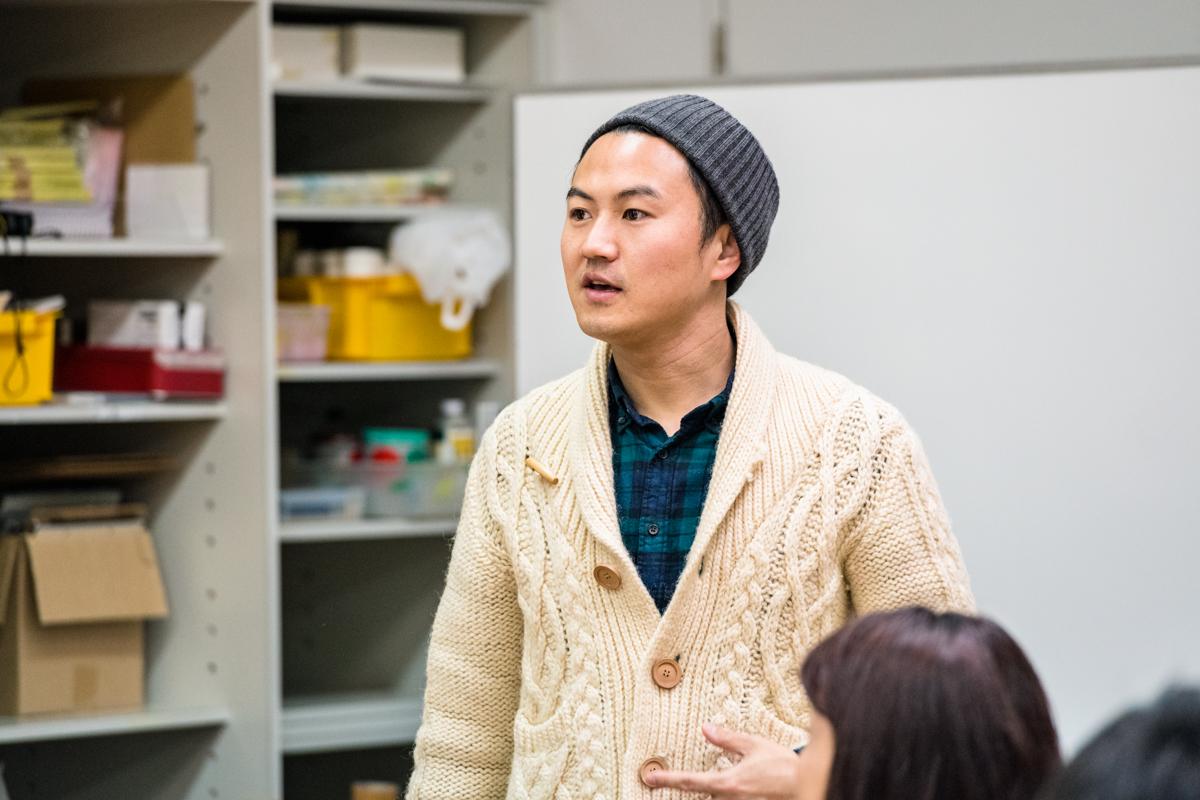 西岡さんとコラボレーションするメディアアーティストの金箱淳一さん