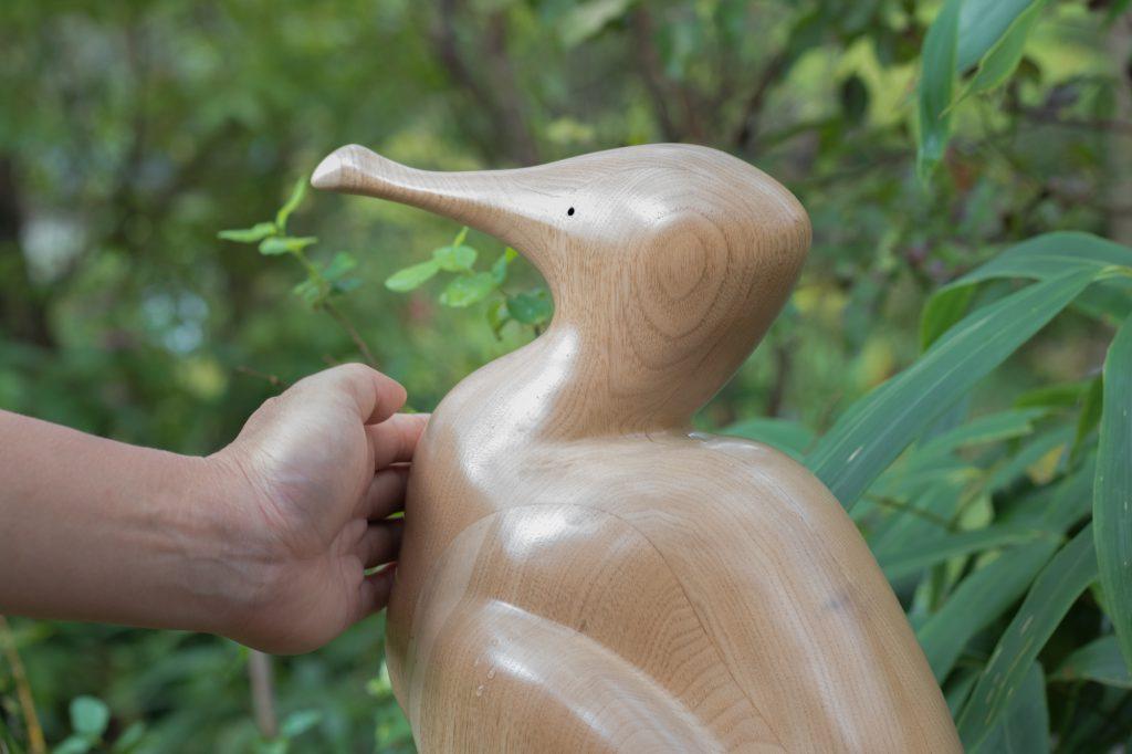 カワウの木彫