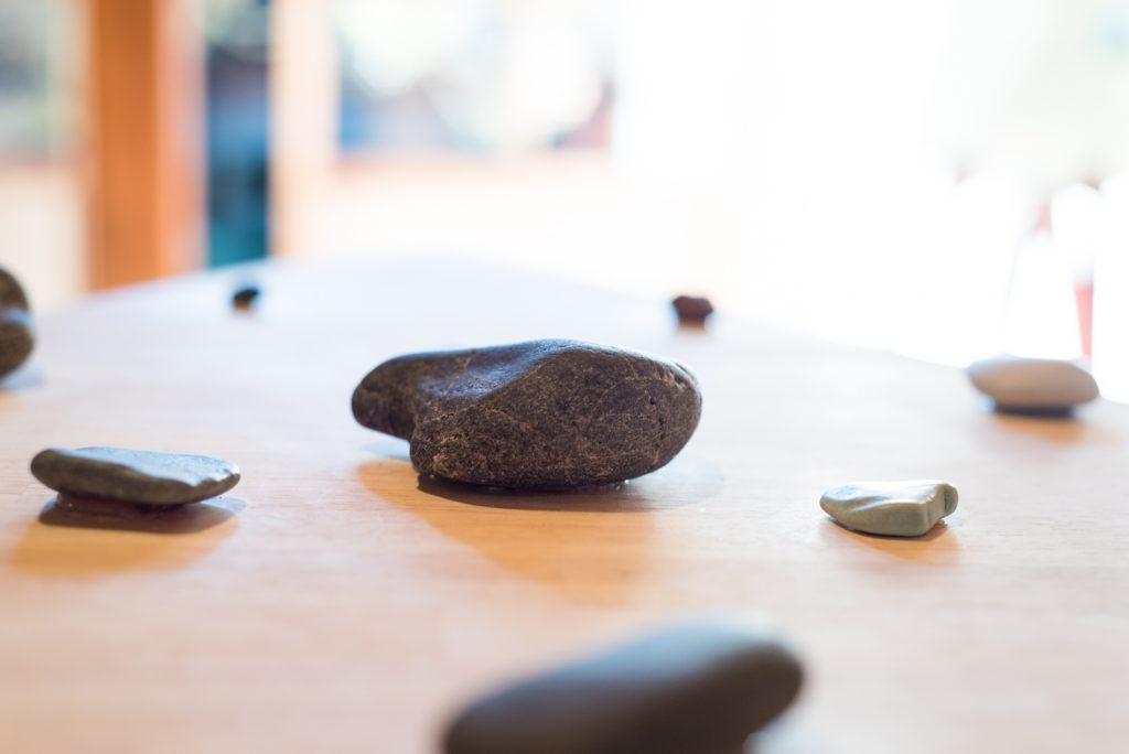 作品「いしのこえ」の石